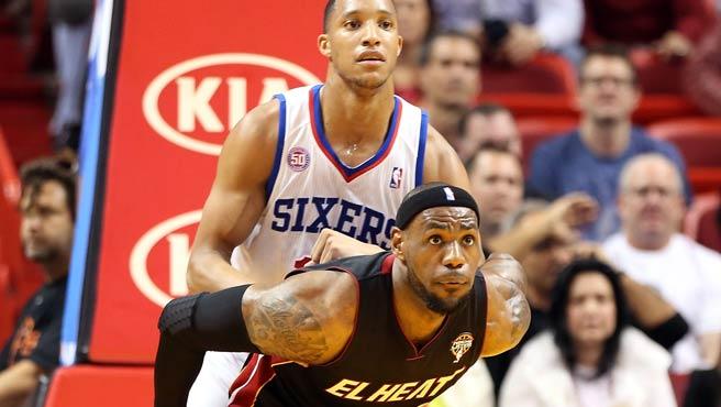 LeBron James sacó la casta por los actuales campeones | Foto: AFP