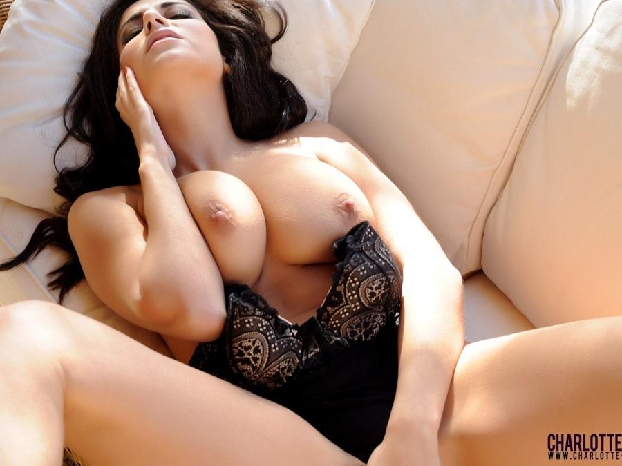 Charlotte Springer Y Sus Mas Atrevidas Imagenes En Topless Fotos