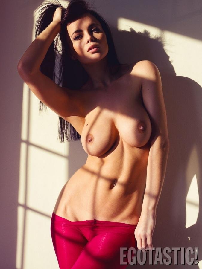 Emma Glover Te Enamorará Con Su Sexy Topless Para Frank White Fotos