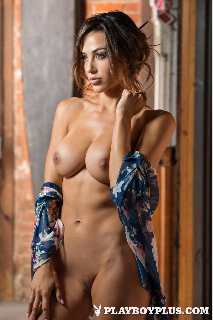 Ana Cheri La Escultural Modelo Posó Desnuda Para La Revista Playboy
