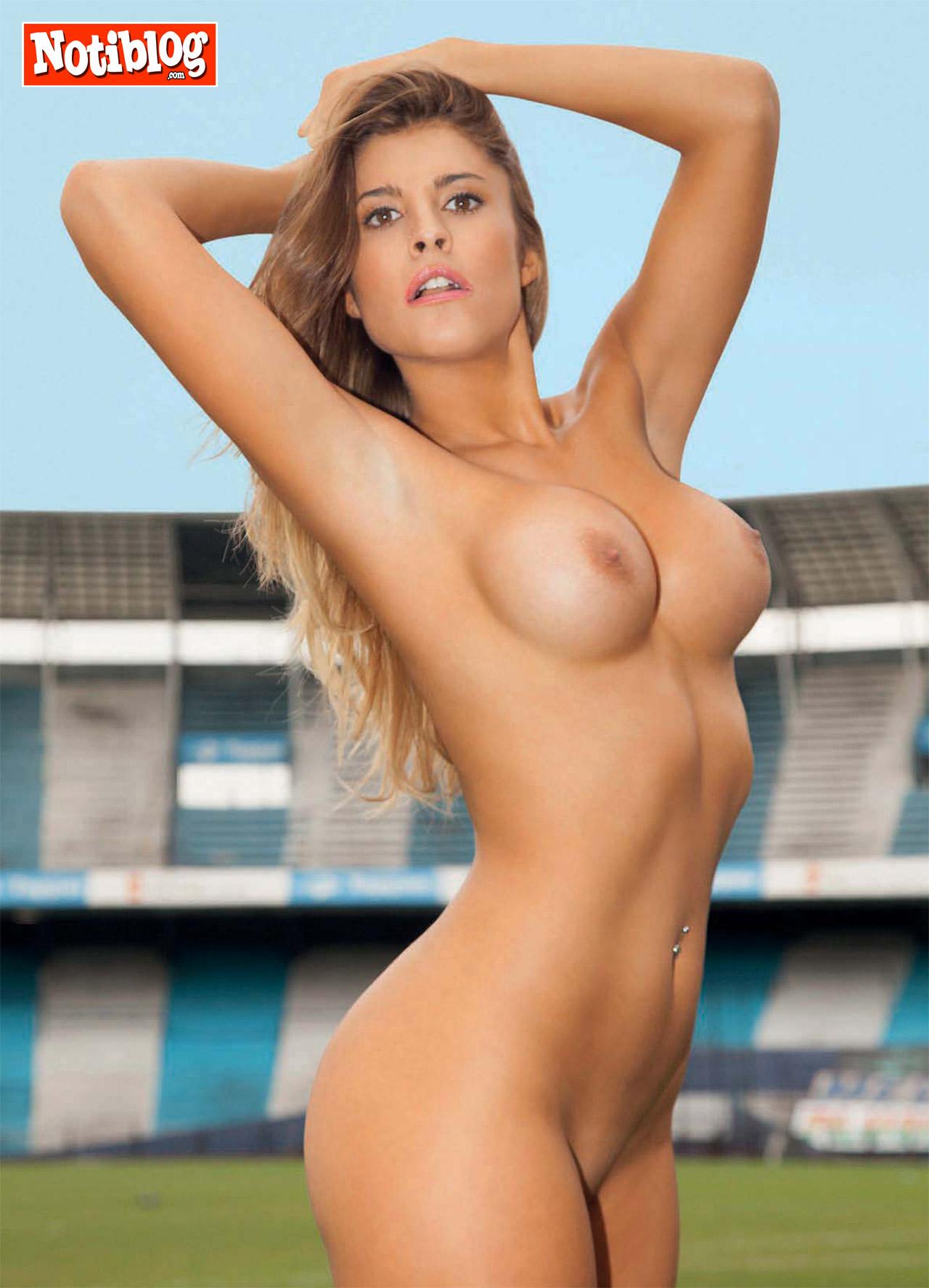 Holly de las chicas de al lado desnuda