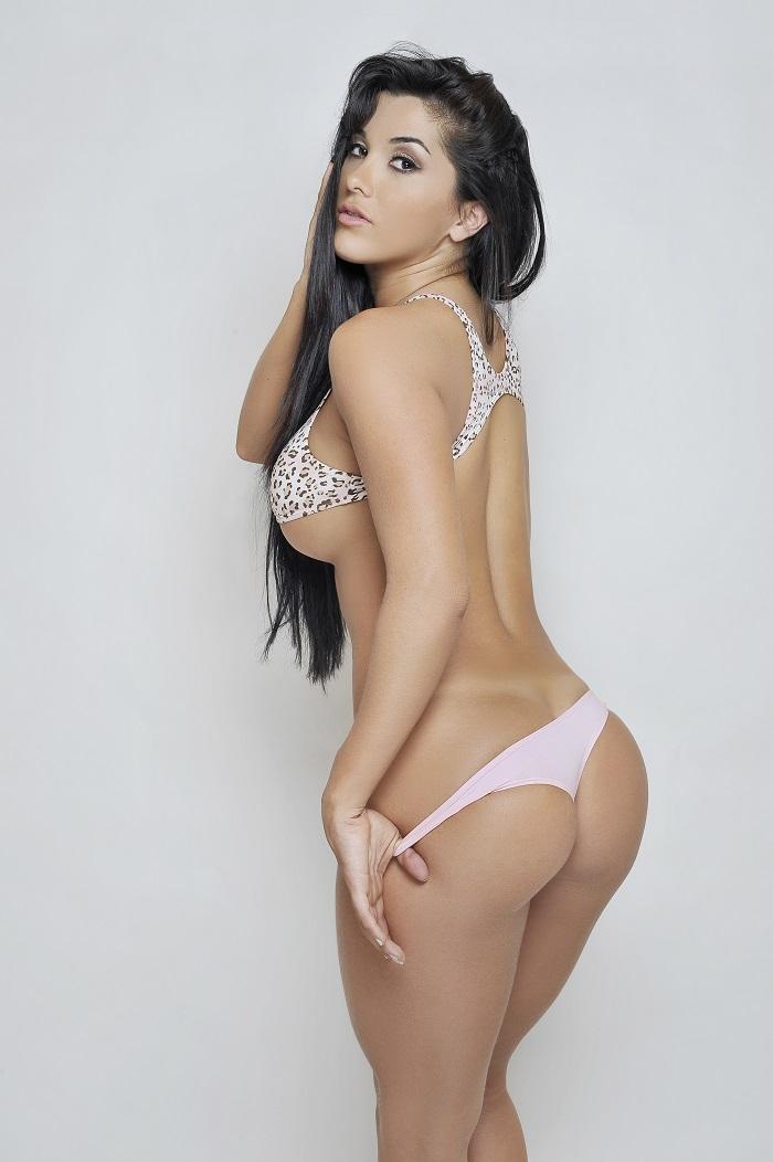 Selena gomez sexy ass moves 2