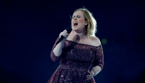 Adele rinde tributo a víctimas del ataque en Londres (+Video)