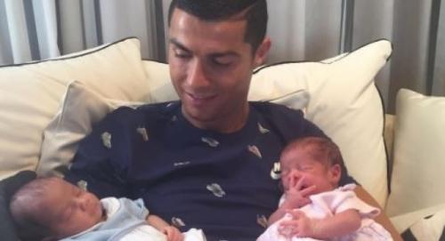 Cristiano Ronaldo presentó a Eva y Mateo, sus gemelos (+Foto)
