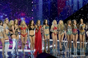 El desfile más sexy enciende TNT: Victoria's Secret Fashion Show