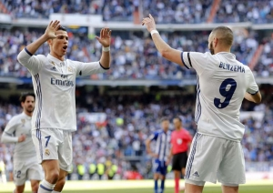 El Real Madrid supera a el Alavés y sigue líder en solitario