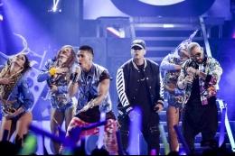 CHINO Y NACHO interpretaron ''Andas En Mi Cabeza'' junto a Daddy Yankee en los Premios Juventud