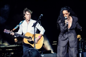 Rihanna es la invitada sorpresa de Paul McCartney en festival Desert Trip (+Video)