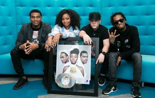 CHOCQUIBTOWN RECIBE TRIPLE DISCO PLATINO EN COLOMBIA